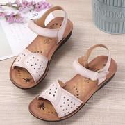 中老年女装凉鞋夏季40岁50舒适软底防滑高档皮质大品牌妈妈凉鞋女